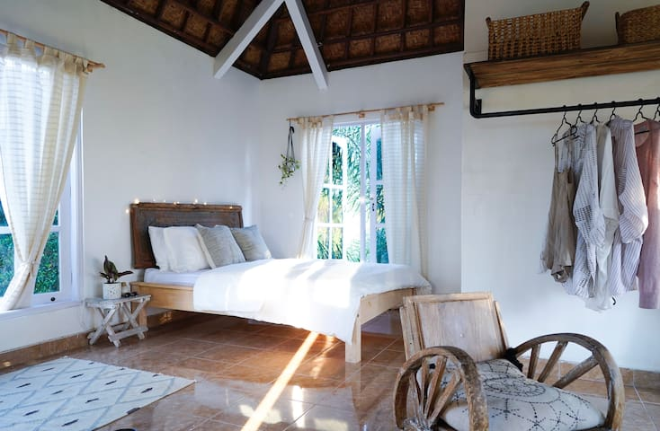 Studio Apartment with rice field view, Ubud centre