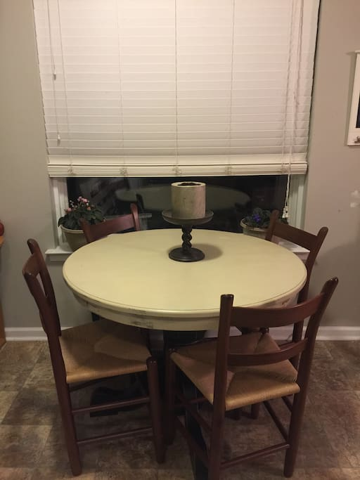 Eat in kitchen for four, with high chair, mounted flat screen and beautiful views