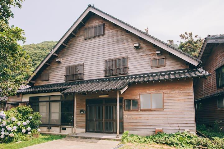 【NewOpen】日本海を一望!小高い丘の上にある200平米の別荘で、非日常を過ごす。
