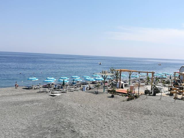 Spiaggia-Roccalumera