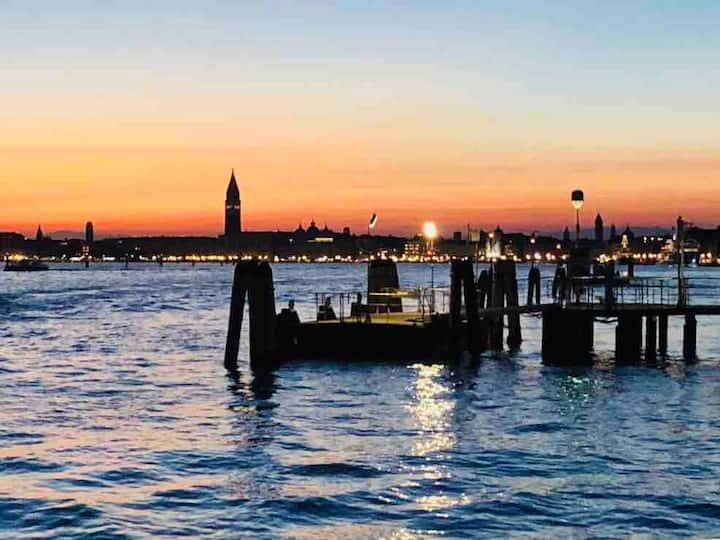 Venezia , la luna e tu