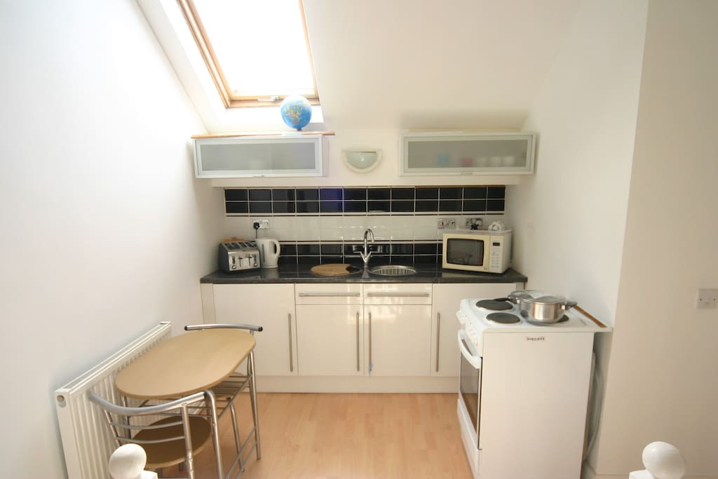 Fully equiped Kitchen with full cooker, fridge freezer