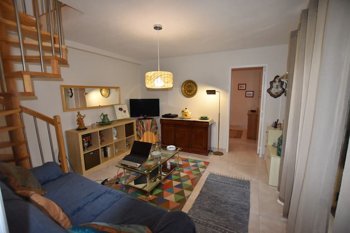 Cascais, 2 bedroom house with nice pateo, Bicesse
