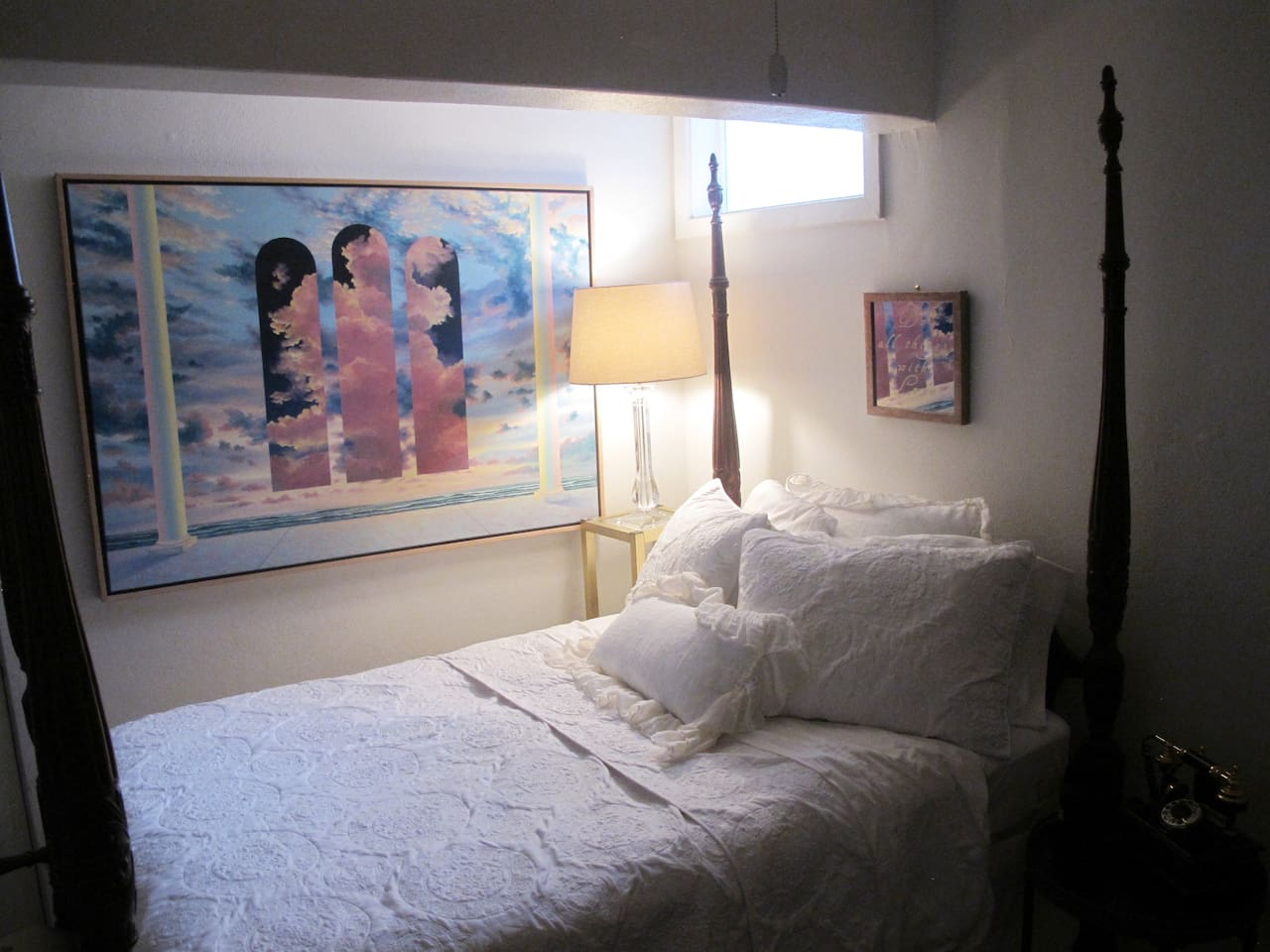 Sturdy and cozy 4 poster bed with lots of pillows and soft blankets