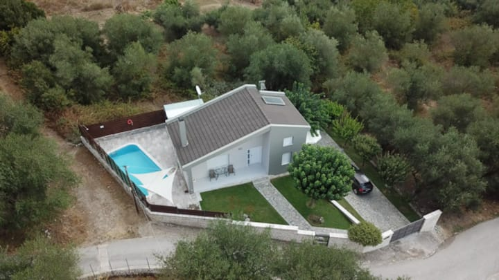 Villada-villa with private pool