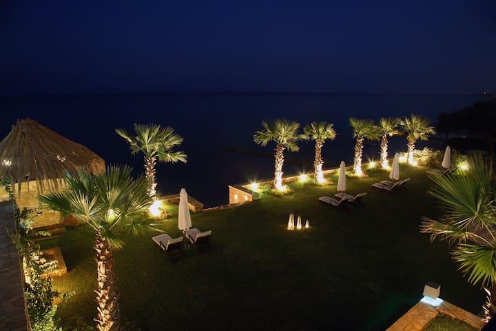 Palatia Caeli Beachfront Villa - Kipseli - Villa