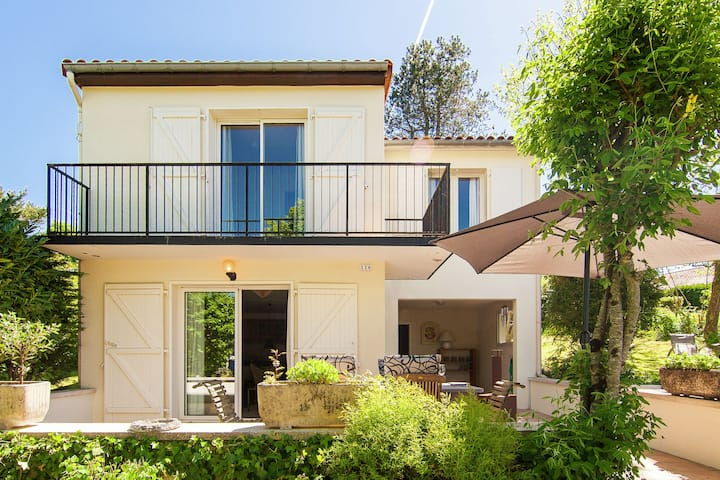Tranquil Villa in Écuras with Heated Swimming Pool