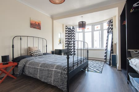 London spacious doubleroom residential area - Ilford - Hus