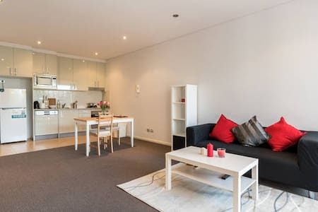 One bedroom Unit near Sydney CBD + Parking* - Rosebery