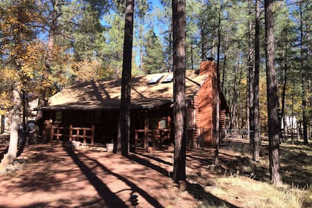 Charming Log Cabin close to everything in Pinetop! - Cabana