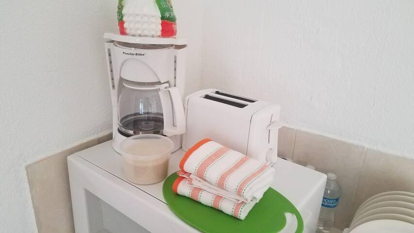 todos nuestros alojamiento cuentan con microondas, cafetera y tostador de pan.