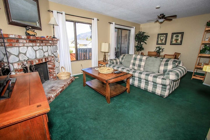 Boulder Creek 1417 Lakeside Lower Level Condo / Summertime Pool + Spa / Pets Welcome