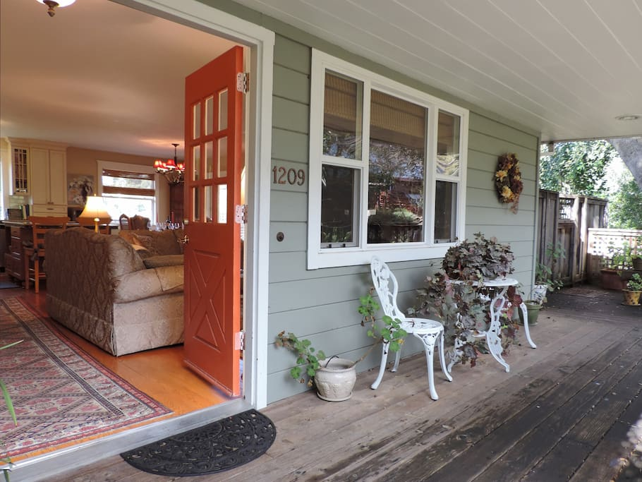 Entry way porch