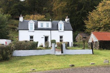 """Truly Fabulous Loch Side Cottage"""