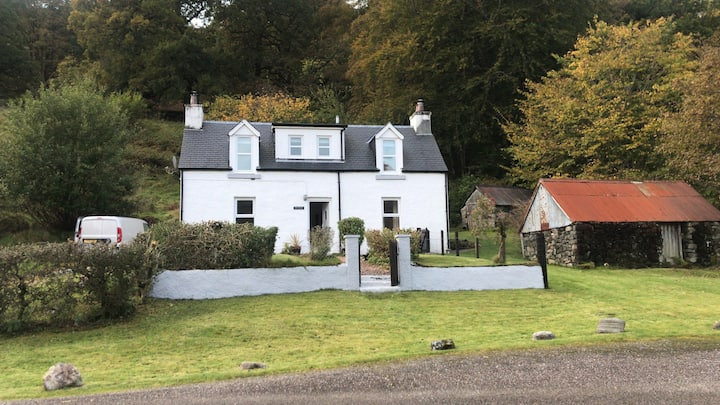 """Truly Fabulous Loch Side Cottage"""