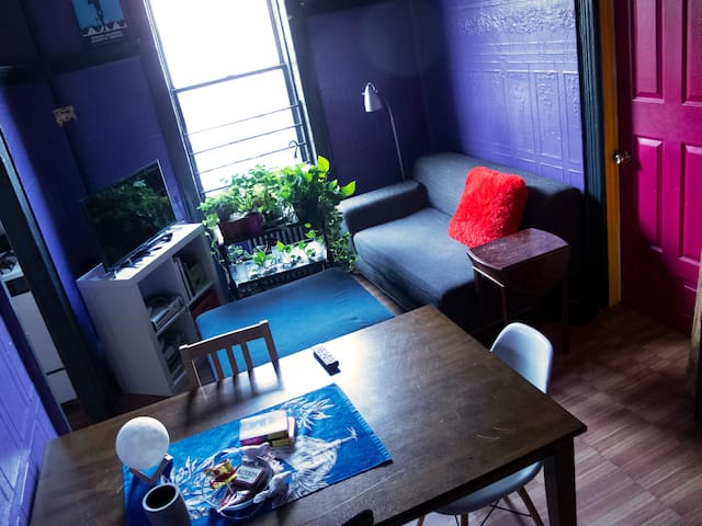 COLORFUL & COZY PRIVATE ROOM / GREAT LOCATION