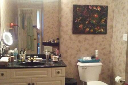 Master bedroom and huge bathroom  - Bowling Green