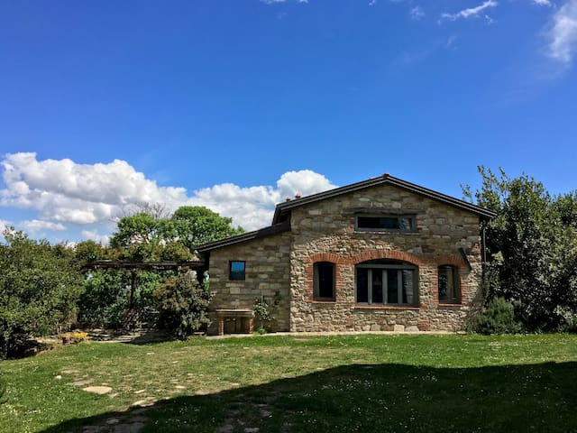 Small stonehouse, great place - Piozzano - Huis