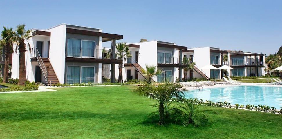 Spectacular Beachside Villa Condo in Bodrum - Ortakentyahşi Belediyesi - Huoneisto