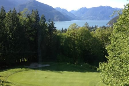 Executive house on golf course with awesome views - Furry Creek - Casa