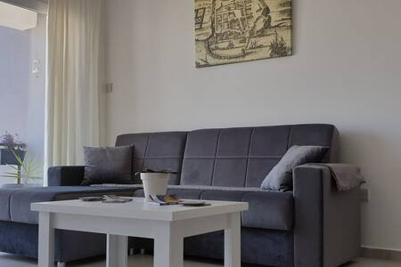 BluePort Apartment near the old walled city. KKTC