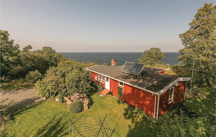 Holiday cottage with 3 bedrooms on 72 m² in Gudhjem
