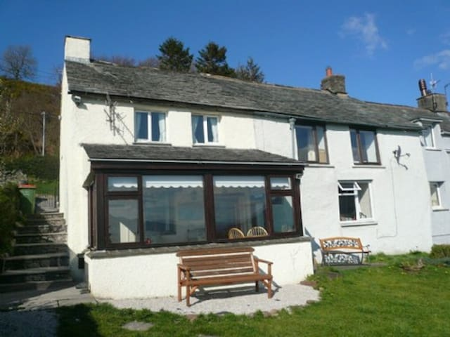 SQUIRREL COTTAGE, Bassenthwaite, Near Keswick - Keswick & District - House