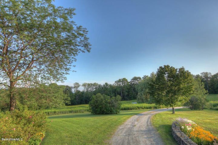 Berkshire Bliss- 6BR/Minutes from Jiminy +38 acres
