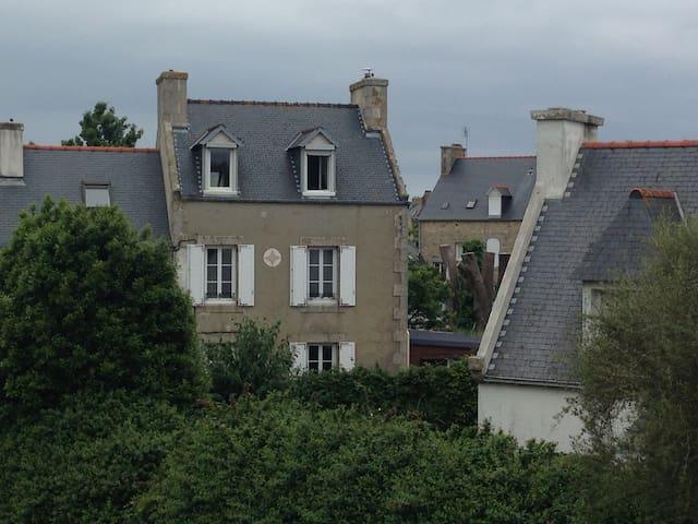 Charmante maison dans la cité corsaire de Roscoff - Roscoff - Huis