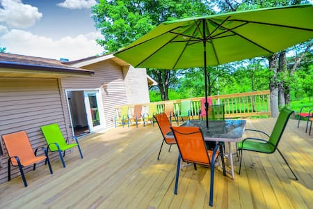 *NEW LISTING | Bigfoot Bungalow @ DellsVacay | Amazing 5 BR | 2400 Sq Ft Deck | Minutes to Everything Wis Dells