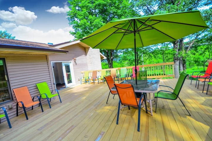*NEW LISTING | Wild Thing Lodge @ DellsVacay | Amazing 5 BR | 2400 Sq Ft Deck | Minutes to Everything Wis Dells