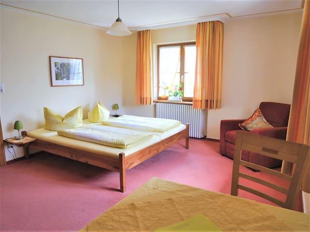 Schnurrenhof, (Seebach), Familienzimmer