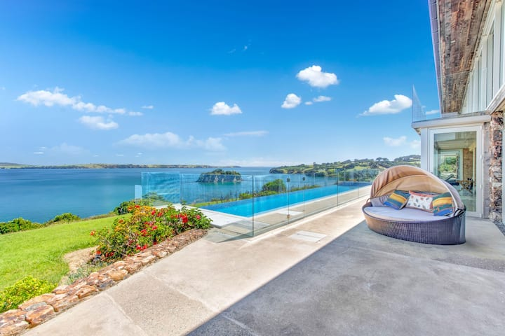 The Sanctum - with infinity pool - Waiheke Island