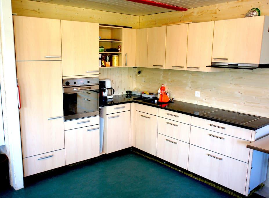 Frisch sanierte Küche (Ostern 2017) und Warmwasser