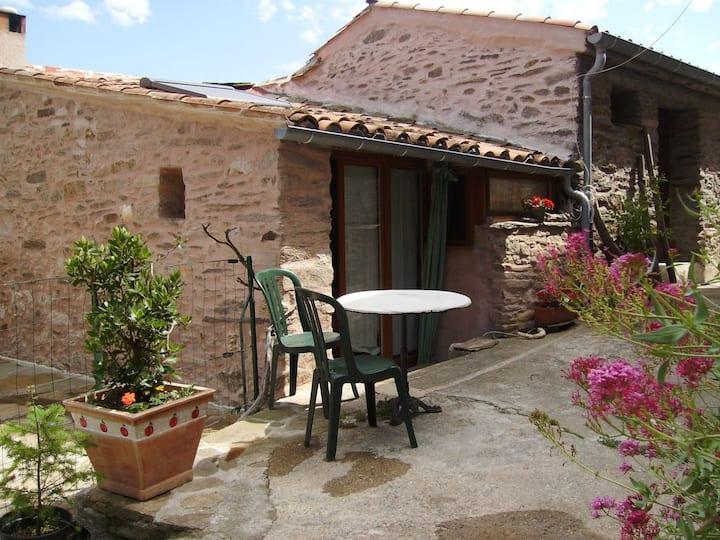 Maisonnette typique en pierre