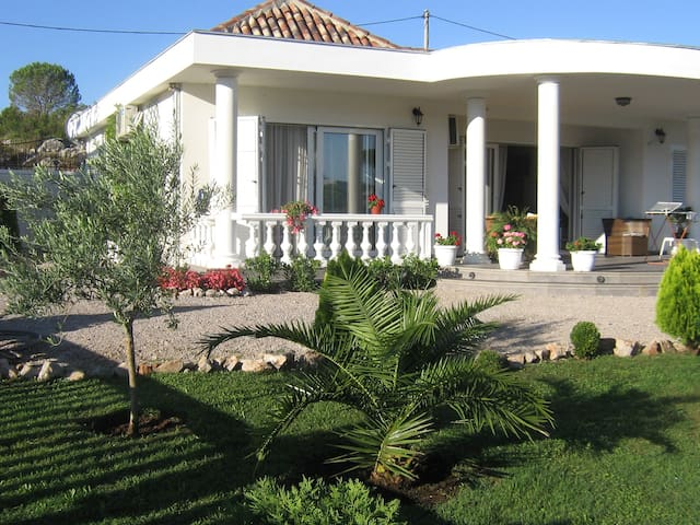 Villa Maison Blanche mit Tennis, Pool, Golf - Budva - Dům