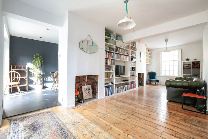 Friendly spacious haven with garden & roof terrace - London - Haus