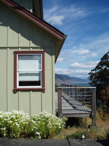 Shelter Cove Vista Cabin-Perfect Getaway Sleeps 7