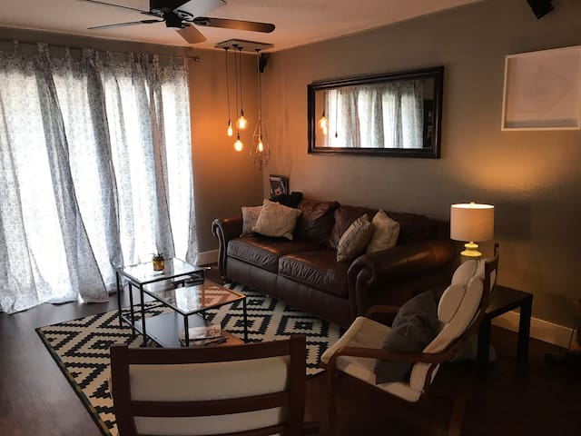 Updated 2 BR Condo Close to UF, Shands & More