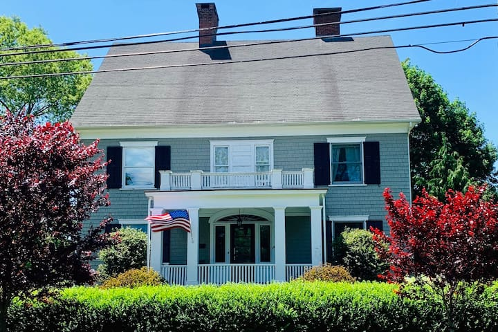 Historic Fairfield home - walk to beach and town!