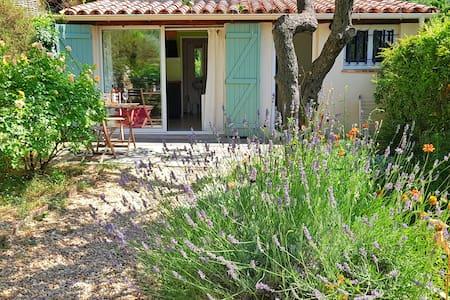 Maison de 30m² + terrasse, proche Verdon, au calme