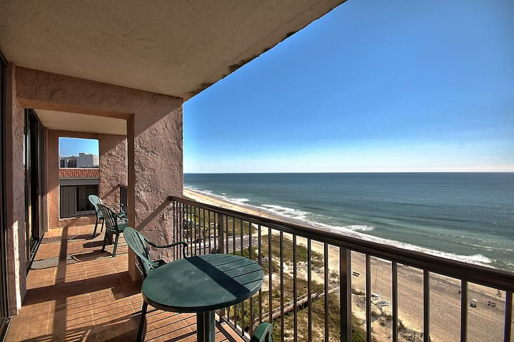 Oceanfront 2 Bedroom Condo w/ Amazing View