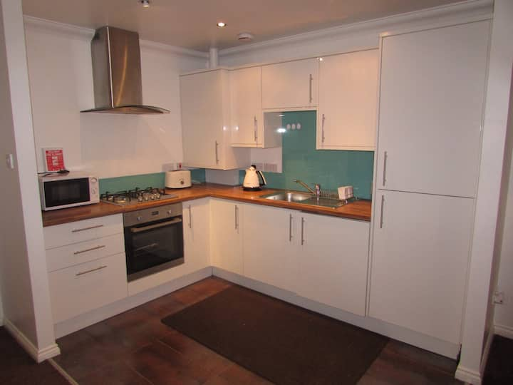 Tollcross- Enjoy Your Own Fully Equipped Apartment
