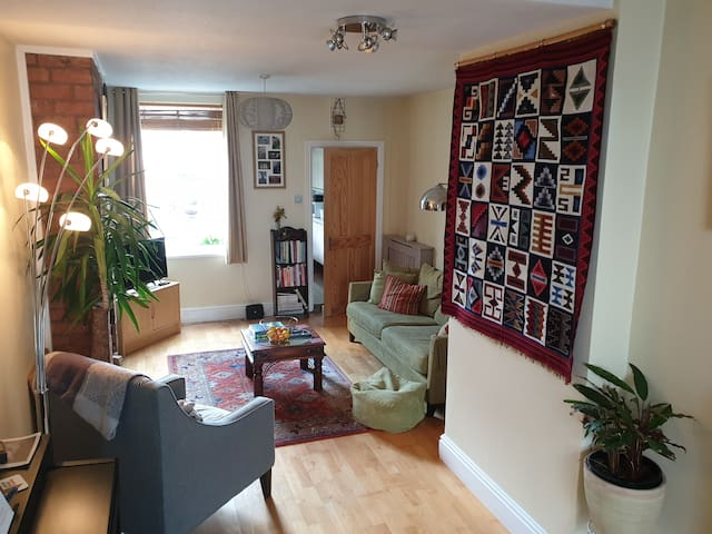 City centre: 10 minutes walk from train station
