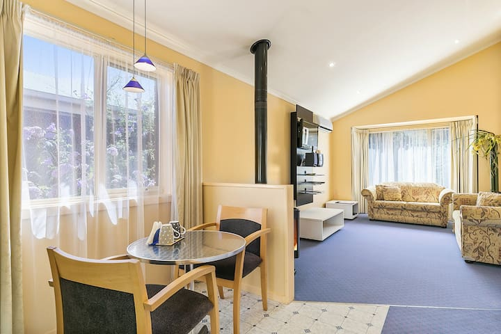 Cottage with SPA in Phillip Island CBD See penguin