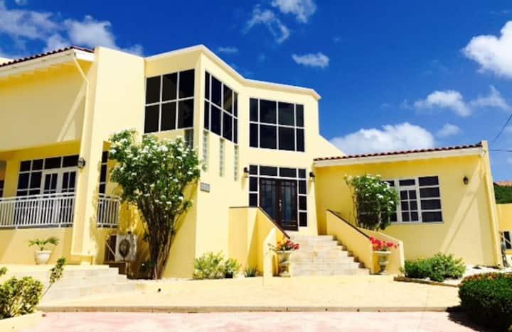 R & R Aruba Villa