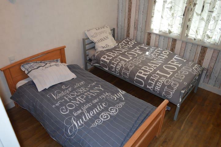chambre 3 avec 2 lits indépendants de 90x190
