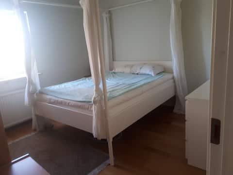 Big and comfy room in Solna ( Bergshamra )