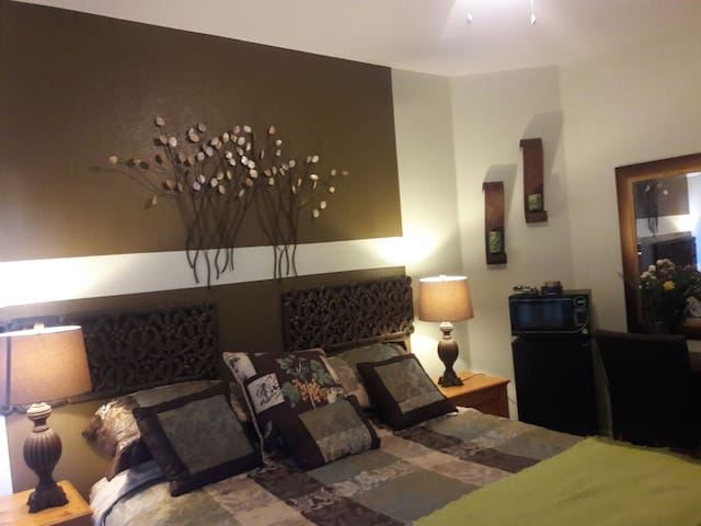 Comfortable & cozy room. - Elk Grove - Hus