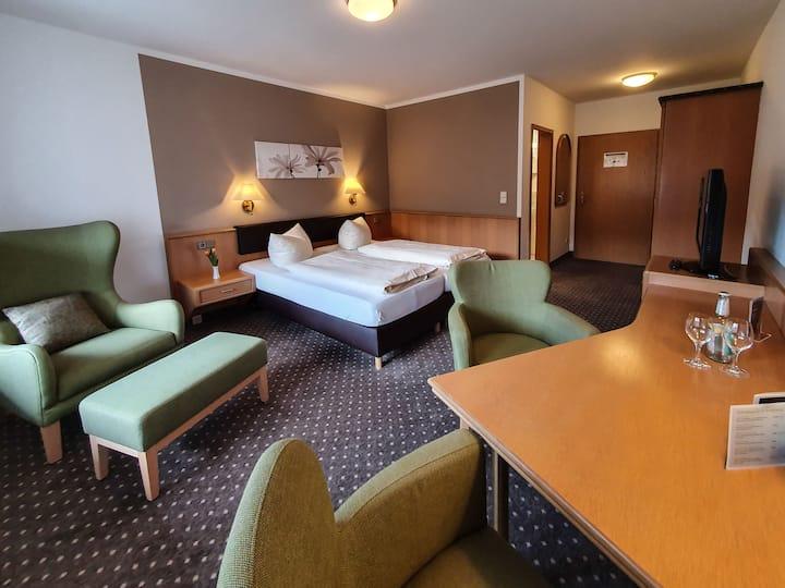 """Hotel-Gasthof """"Zur Linde"""" (Kipfenberg), Superior Doppelzimmer mit kostenfreiem WLAN in sehr ruhiger Lage"""